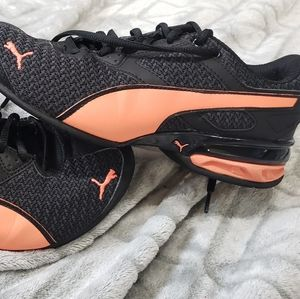 Womens 5 Puma shoes